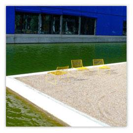 Gelbe Stühle 001