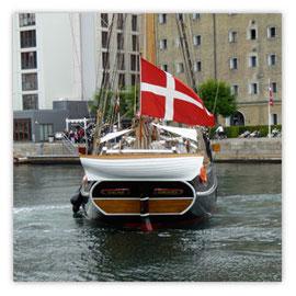Schiff mit Fahne 001