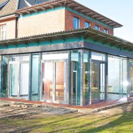 Anbau mit Glasfassade
