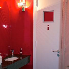 WC Anlage mit Designer Wandleuchten ...