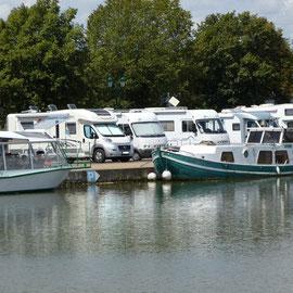 Parkplatz am Kanal