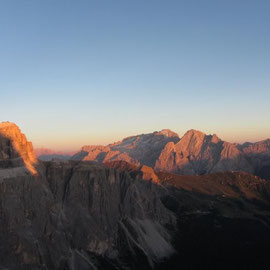 Sunset seen from the top of Piz Ciavazes.