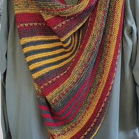 Khaki meets kurkuma & rot / Tuch entworfen, gestrickt und fotografiert von Marlies Eberhardt