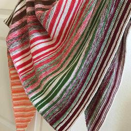 Babuschka / Farbzusammenstellung sowie Tuch gestrickt und fotografiert von Annegret Germer