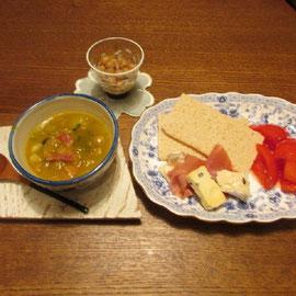 献立:カボチャのスープ、ひよこまめ、チイーズ クラッカー とまと 生ハム、 トマト(ハチミツ)