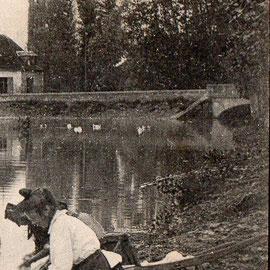 Lavandière Garchy vers 1920