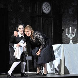 """""""Hannchen in """"Vetter aus Dingsda"""" (Künneke) am Badischen Staatstheater Karlsruhe 2012, als """"Julia"""" Veronika Pfaffenzeller, Foto: Jochen Klenk"""