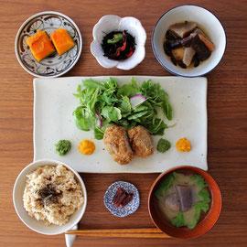 お食事は野菜中心となります。当農園の無農薬野菜をたっぷりお召しがりください。