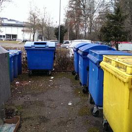 Müllcontainer des Immanuel-Kant-Gymnasiums und des Otto-Hahn-Gymnasiums in Tuttlingen