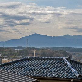 公園からの遠望(大山の裏に富士山が見えます)
