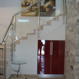 Escalier avec porte de sécurité aux 2 extrêmités