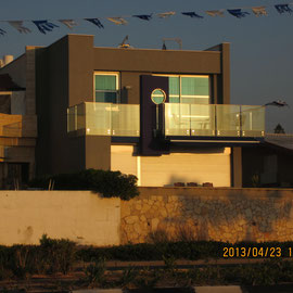Façade de la villa Severine au coucher du soleil