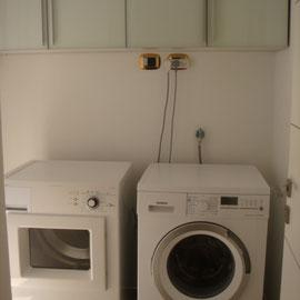 Buanderie avec lave-linge et sèche-linge