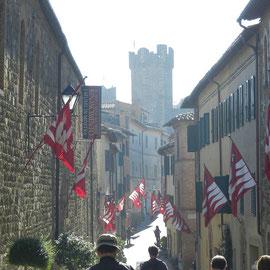 モンタルチーノの街の様子 トスカーナ修道院めぐり サンタアンティモ修道院