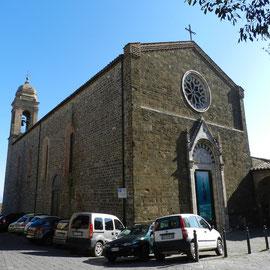 街の教会 モンタルチーノの街の様子 トスカーナ修道院めぐり サンタアンティモ修道院