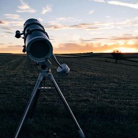 Durch das Teleskop die Ringe des Saturns sehen