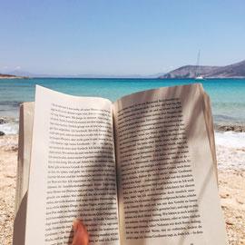"""Lesen. Hier: """"Glücklich die Glücklichen"""" von Yasmina Reza"""