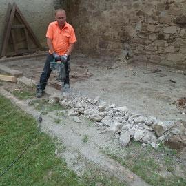 Die alten Fundamente waren zu schwach und mussten entfernt werden.