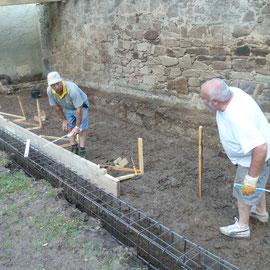 Nach innen wurde das Fundament noch abgeschalt.