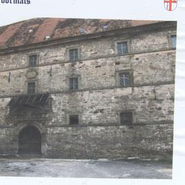 Alte Bilder zeigen den maroden Zustand vor der Renovierung.