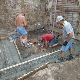 Im Bereich vor dem Kellereingang wurde ein Gulli gesetzt, um das anfallende Regenwasser abzuleiten.