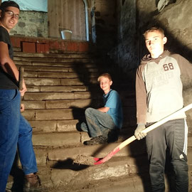 Die Jugend widmete sich der Kellertreppe