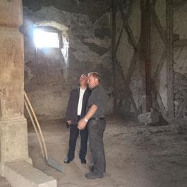 Der Hausherr überzeugte sich von den Arbeiten auf dem Schlossgelände