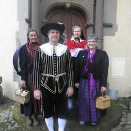"""Sie haben sich für uns """"in Schale geworfen"""" v.r.n.l.: Anneke Schilling, Guido Plener, Kunigunde Reinstein, Monika Lindner."""