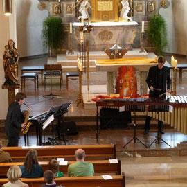 Die beiden Musiker in Aktion: Marco Wolf am Saxophon und Daniel Ort am Marimbaphon