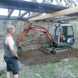 Der Untergrund für die Bodenplatte wurde ebenfalls planiert.