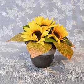 Gesteck mit Sonnenblumen im braunen Keramiktopf