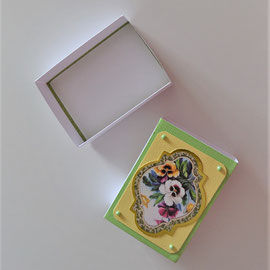 Schiebeschachtel grün-gelb Blumenmotiv