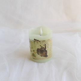 LED Kerze zartgrün mit Porzellansticker Hase
