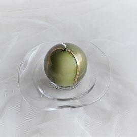 Kugelkerze auf Glasteller