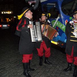 """Ankunft auf dem Benediktusplatz vor der """"Krone"""""""