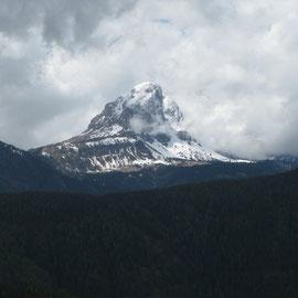 Der Peitlerkofel - in 2012 haben wir ihn bewandert, nun liegt er da im tiefen Schnee