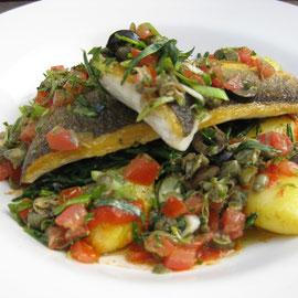 Mein Abendessen: Seebrasse mit Seetang und Tomaten und neuen Kartoffeln