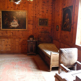 Viel Holz in dieser Burg! Das Schlafzimmer des Bischofs, der dort einmal wohnte