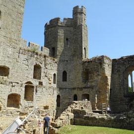 Es ist eine Ruine und gehört dem National Trust