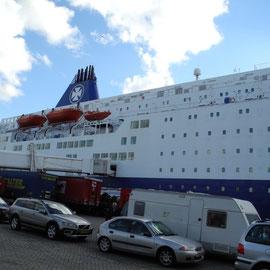 Um 16:15 Uhr erreichen wir den Fährhafen in Ijmuiden nach 320 km Fahrt und ein paar Pausen.