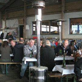 """Das Action-Team der Zeitschrift """"Motorrad"""" war anwesend, sowie einige Leute von Touratech"""