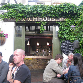 Pub und Restaurant in einer Seitenstraße