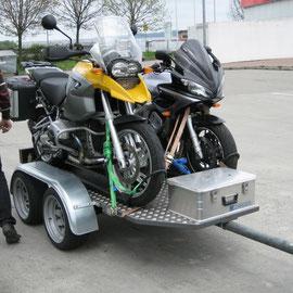 Da die Anreise fast 1000 km beträgt fahren wir dieses Mal mit PKW und einem uns zur Verfügung gestellten Anhänger