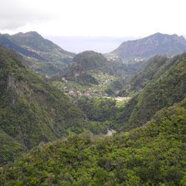 """Die Aussicht vom """"Balkon"""" auf die Berge"""