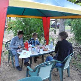 Das letzte Mal frühstücken in Vallon Pont D´Arc