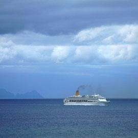 Der Blick von einem Aussichtspunkt im Botanischen Garten über Funchal aufs Meer
