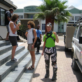 Ankunft im Sands Hotel in Swakopmund - mit Marlies und Lilly genieße ich den Willkommensdrink