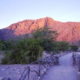 Der Berg erstrahlt ein letztes Mal beim Sonnenuntergang