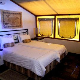 WOW - wie super. Ein Zelthaus - halb gemauert, halb Zelt - mit Klimaanlage