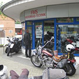 Am Samstag morgen besuchten wir dann Ralfs Geschäft
